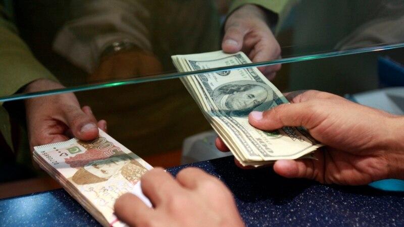 ڈالر کی اسمگلنگ روکنے کے لیے ایف آئی اے کے چھاپے سود مند ہیں؟ thumbnail
