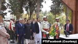 عمران خان نے شہدا کی یاد گار پر بھی حاضری دی