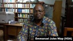 Éric Mathias Owona Nguini, enseignant université Yaoundé 2, le 11 octobre 2017. (VOA/Emmanuel Jules Ntap)