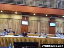 COVID -19 ကာကြယ္ထိန္းခ်ဳပ္ကုသေရးနဲ႔ ပတ္သက္ၿပီး တိုင္းရင္းသားလက္နက္ကိုင္ အဖြဲ႕မ်ားနဲ႔ ညႇိႏွိုင္းပူးေပါင္းေရးေကာ္မတီနဲ႔ NCA-S EAO ကိုယ္စားလွယ္မ်ားရဲ႕ ညိွႏိႈင္းအစည္းအေဝး (သတင္းဓာတ္ပံု - Hla Maung Shwe's Facebook ေမ ၈၊ ၂၀၂၀)