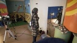 گویندگان زن در تلویزیون افغانستان باید موهایشان را بپوشانند