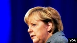 Kanselir Jerman, Angela Merkel mengunjungi pasukan Jerman di provinsi Kunduz, Afghanistan utara.