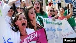 Para perempuan AS dari kelompok anti-aborsi melakukan unjuk rasa di Washington DC (foto: ilustrasi). Pemerintah Kanada Kamis (30/7) menyetujui penggunaan pil aborsi RU-486.