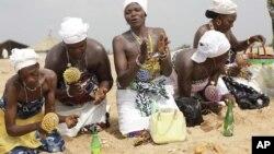 Le sodabi est couramment utilisé comme offrande au cours des cérémonies religieuses vaudoues.