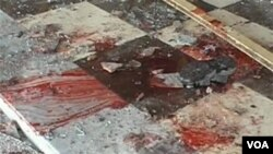 Một kẻ đánh bom tự sát tại một tiệc cưới, giết chết 1 giới chức cấp cao Afghanistan và hơn 20 người