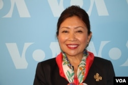 Sotie Heidt, the wife of the current US ambassador to Cambodia Wiliam Heidt, before an interview at VOA in Washington, July 26, 2017. (Nem Sopheakpanha/VOA Khmer)