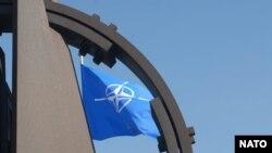 Zastava NATO-a ispred sedišta Alijanse u Briselu