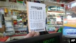 Dada la gran demanda de boletos de lotería, el premio del Powerball podría subir aún más cuando se juegue el sábado próximo.