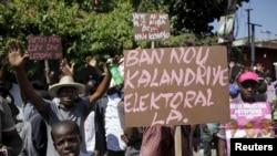 Des manifestations ont lieu régulièrement en Haïti pour exiger la tenue du second tour des élections