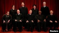 美國聯邦最高法院九名大法官(資料圖片)