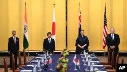 Ngoại trưởng Ấn Độ Subrahmanyam Jaishankar, trái, Ngoại trưởng Nhật Toshimitsu Motegi (giữa, trái), Ngoại trưởng Úc Marise Payne (giữa, phải) và Ngoại trưởng Mỹ Mike Pompeo gặp gỡ tại Tokyo hôm 6/10/2020. (Charly Triballeau/Pool Photo via AP)