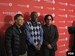 Davis Guggenheim (desno) sa reformatorima Geoffreyem Canadom (centar) i filantropom Billom Gatesom (lijevo).