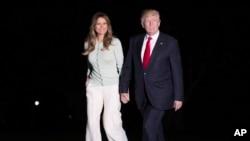 美国总统川普和第一夫人梅拉尼亚走在白宫草坪上(2017年5月27日)