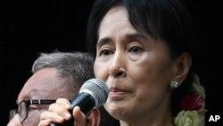 ئون سان سو کی، (ئهرشیفی وێنه)