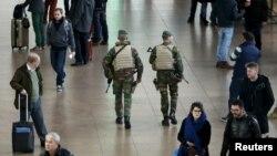 2015年11月22日比利时军人在国际机场巡逻