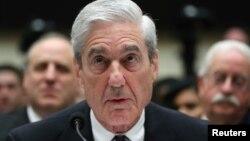 러시아 스캔들 수사를 지휘했던 로버트 뮬러 전 특별검사가 24일 하원 법사위원회 청문회에서 증언했다.