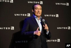 United Airlines CEO Oscar Munoz delivers a speech last year in New York City.