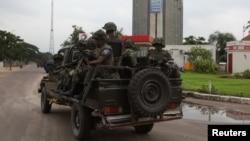 Tentara Kongo dalam operasi untuk membebaskan stasiun televisi pemerintah di Kinshasa, Senin (30/12).