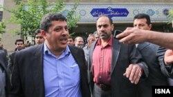 مهدی هاشمی، نفر سمت چپ