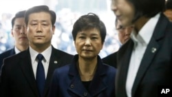 د جنوبي کوریا په جمهور رئیسې د رشوت خورۍ او د واک نه د ناوړه ګټې اخیستو تور دی