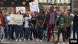 華盛頓數百高中生游行抗議川普當選美國總統