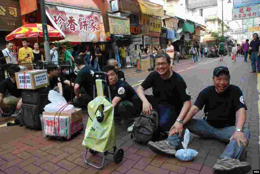 北區水貨客關注組發言人梁金成(右二)呼籲當局盡快取消一簽多行,減少大陸水貨客湧港