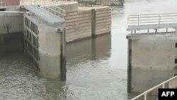 Obustava rada vlade ugrozila bi prevoz sirovina rekom Ilinois, važnim plovnim putem za poljoprivredu Srednjeg Zapada