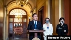 조 바이든 미국 대통령과의 회담을 위해 워싱턴을 방문한 문재인 한국 대통령이 20일 연방의사당을 찾았다.