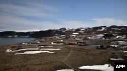 Arhiva - Baza Eduardo Fraj na Antarktiku, na poluostrvu Fildes, zapadno od ostrva King Džordž, na ovoj fotografiji čileanskog ratnog vazduhoplovstva, 10. maja 2020.