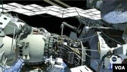 Astronot Sunita Williams dan Akihiko Hoshide melakukan perbaikan sistem pendingin di luar ISS (foto: dok).