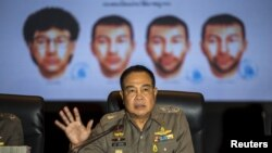 Kepala kepolisian national Thailand Somyot Pumpanmuang saat memberikan informasi terkait pelaku pemboman di Bangkok, di Markas Besar Kepolisian Kerajaan Thailand di Bangkok, Thailand (28/9).