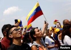 Cucuta konserine katılan Venezuelalılar