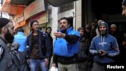 Nhân viên cứu trợ Liên hiệp quốc đến khu vực bị bao vây tại thành phố Homs, Syria, 8/2/2014