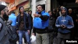 شام کے محصور شہر حمص میں امدادی کارکنوں کی آمد