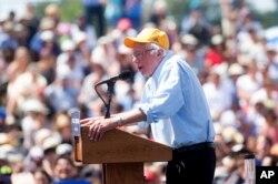 Bernie Sanders phát biểu trong một buổi vận động tranh cử ở Palo Alto, bang California, ngày 1 tháng 6, 2016.