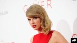 """Taylor Swift saat menghadiri pementasan """"The Giver"""" di Ziegfeld Theater, New York, 11 Agustus 2014 (Foto: dok)."""