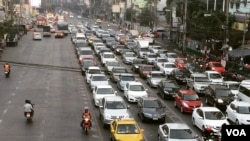 Morning traffic in Bangkok, named as the world's eight worst city for road congestion, Jan. 22, 2015. (Steve Herman/VOA News)
