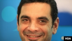 José María Di Bello, reconocido militante argentino y quien contrajo el primer matrimonio gay en Argentina, dijo que aplaude la decisión.