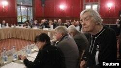 Aktivis HAM dan salah satu dari pendiri Moskow Helsinki Watch Group, Lyudmila Alexeyeva (kanan) menghadiri sidang di Moskow (foto: dok).