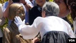 慰安妇金婆婆三年前参加塑像揭幕(美国之音国符拍摄)