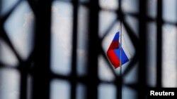 بیرق روسیه برفراز سفارت این کشور در واشنگتن.