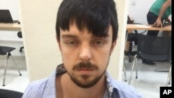 Ethan Couch tenía 16 años cuando, conduciendo ebrio, chocó su auto contra otro, matando a cuatro personas. Aquí aparece con barba y el pelo pintado, tal como fue capturado.
