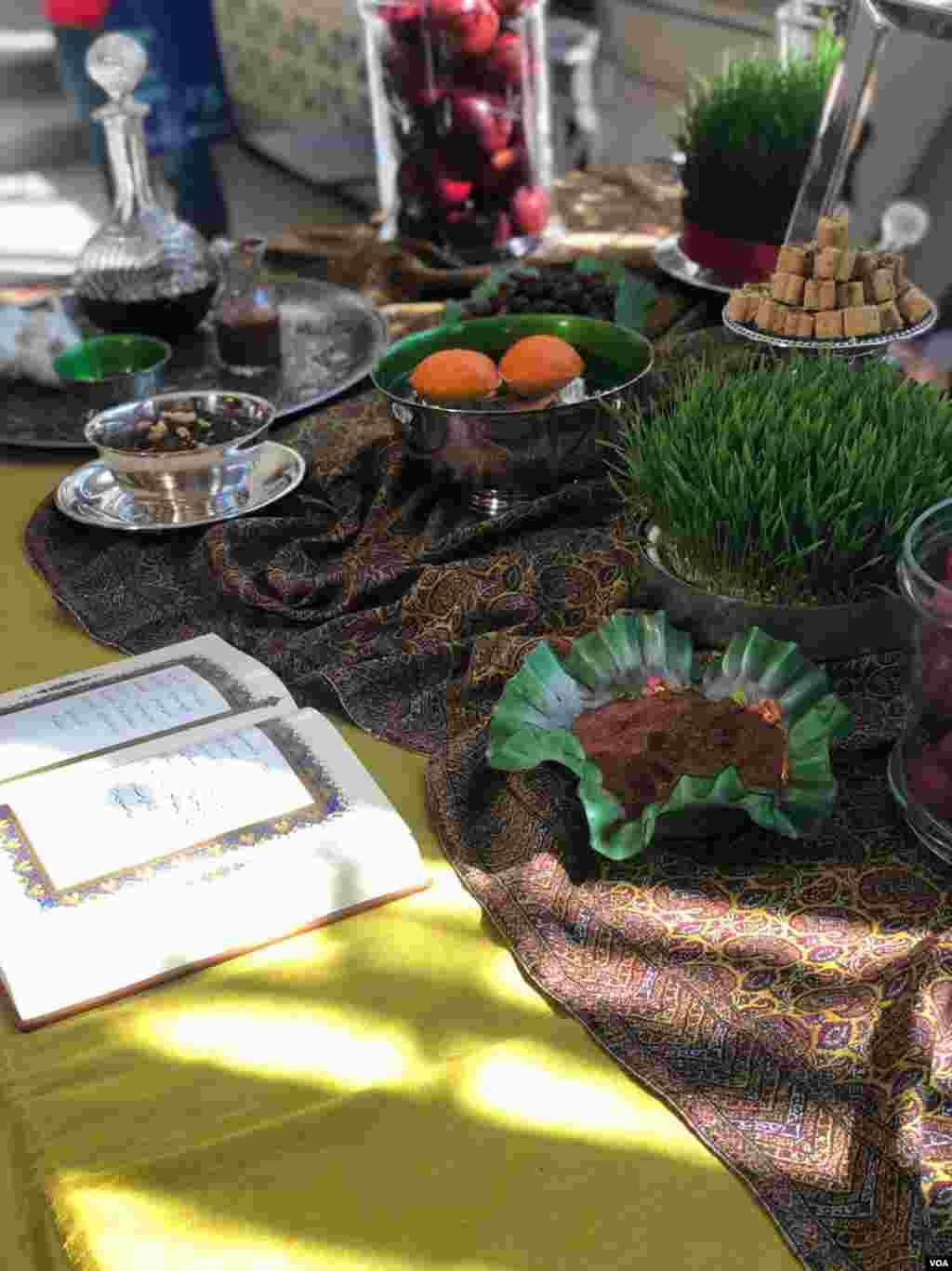 سفره هفت سین جشن نوروز در گالری «فریر و سکلر» در واشنگتن. این مراسم در روز شنبه که در آمریکا تعطیل است و در استقبال از نوروز برگزار شد.