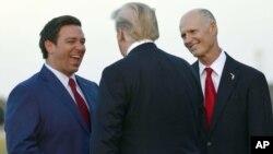 پرزیدنت ترامپ بین سناتور و فرماندار منتخب ایالت فلوریدا که هر دو از حمایت او در انتخابات برخوردار بودند.