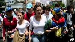 La líder opositora María Corina Machado llegó a Altamira para unirse a los estudiantes y participar de la marcha contra el gobierno de Nicolás Maduro.