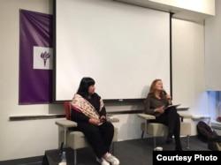 "Penulis Indonesia, Leila Chudori, saat melakukan tur bedah buku ""Pulang"" di New York University, NY (dok: Leila Chudori)"