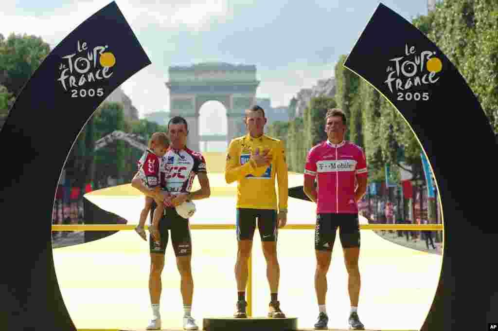 24 juillet 2005 : Lance Armstrong remporte son septième titre consécutif du Tour de France