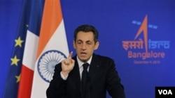 Presiden Perancis Nicolas Sarkozy berbicara di Bangalore, India.