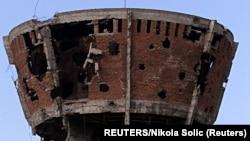 Vukovarski Vodotoranj - simbol razrušenog hrvatskog grada nakon opsade snaga Jugoslovsenske narodne armije i paravojnih srpskih formacija 1991. godine
