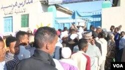 Dad saf ugu jira inay codeeyaan, doorashadi Somaliland ka dhacday 13-ki November, 2017.